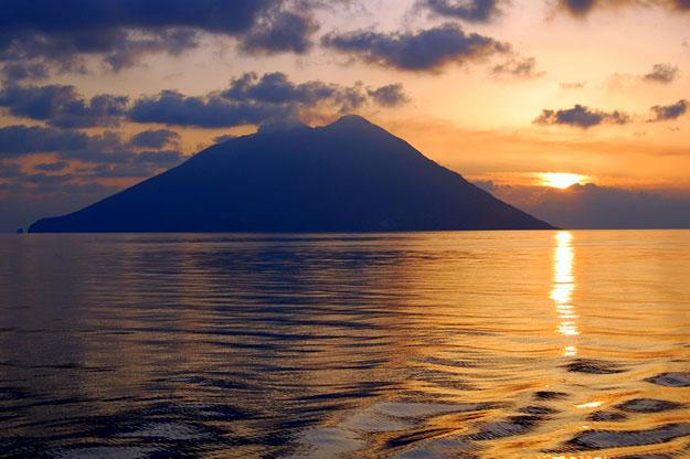 Chartering a yacht to Vulcano Island in the Aeolian Islands