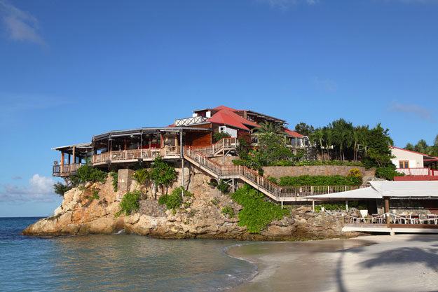 Spend a night at the Eden Rock Hotel during your yacht charter