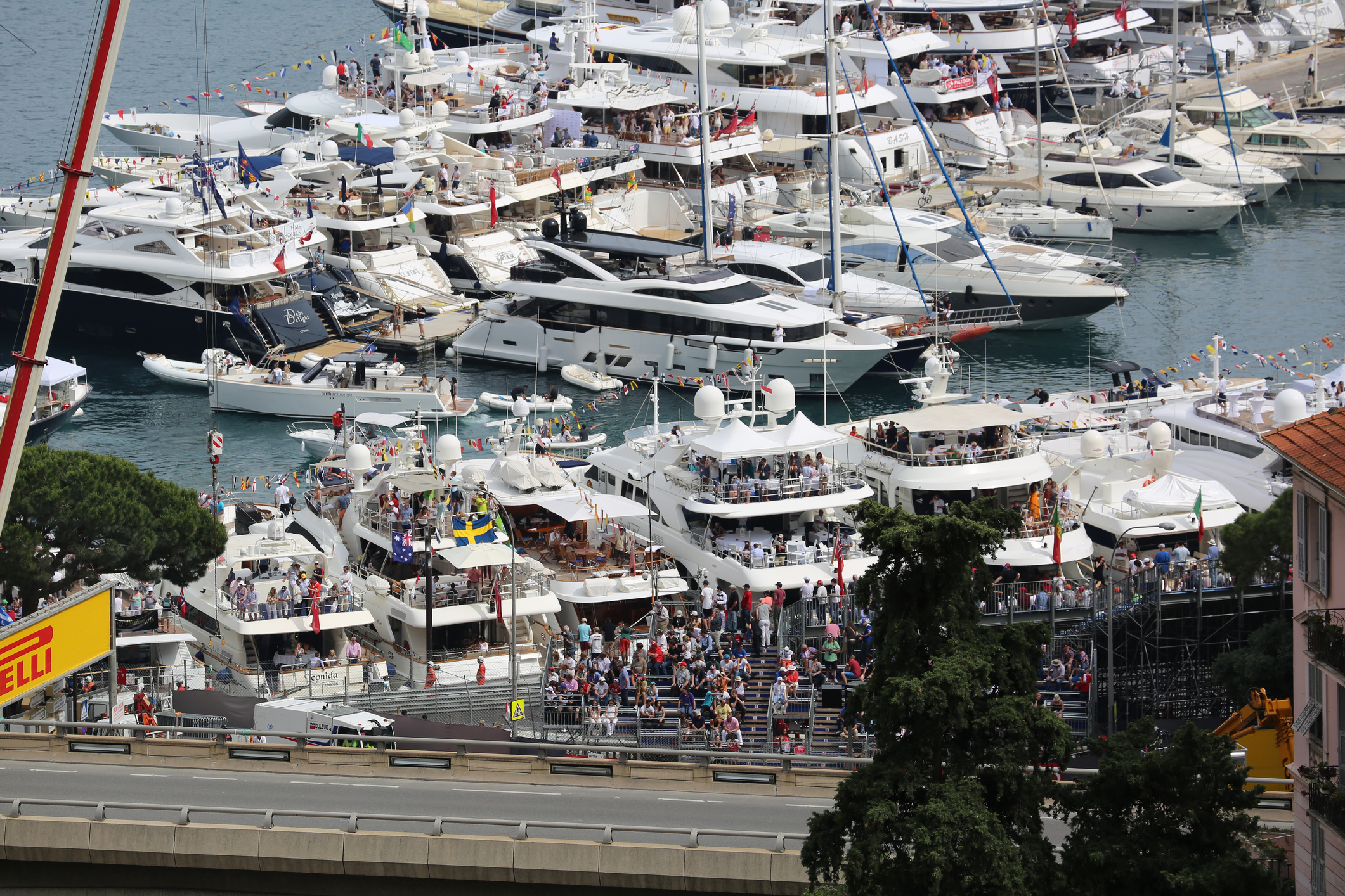 Watch the monaco grand prix from yacht