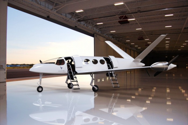 Alice avion électrique dans un hangar