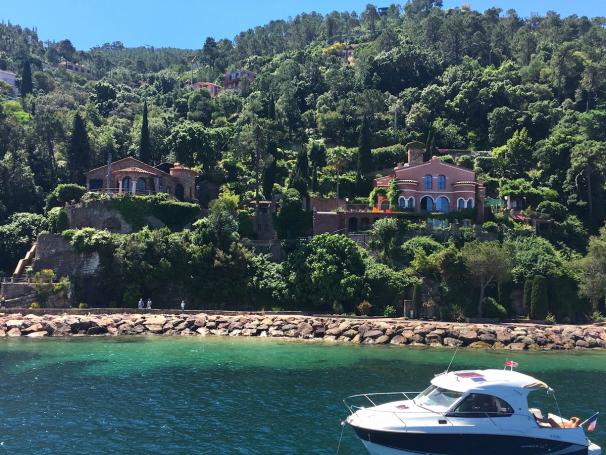 Yacht charter, motor yacht, crewed motor yacht, theoule sur mer, cannes, antibes, iles des lerins, crewed motor yacht
