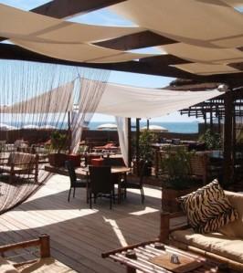 Nioulargo Beach Club by Yacht