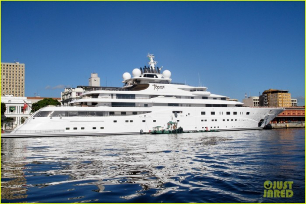 "Luxurious yacht ""Topaz"" where Leonardo DiCaprio will be staying for the World Cup."