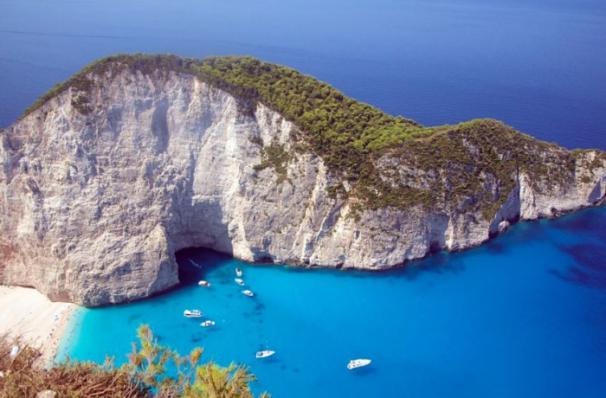 greece anchored boats