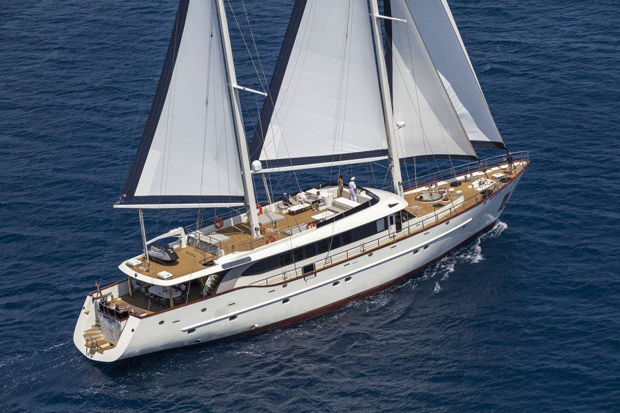 SY Navilux sailing