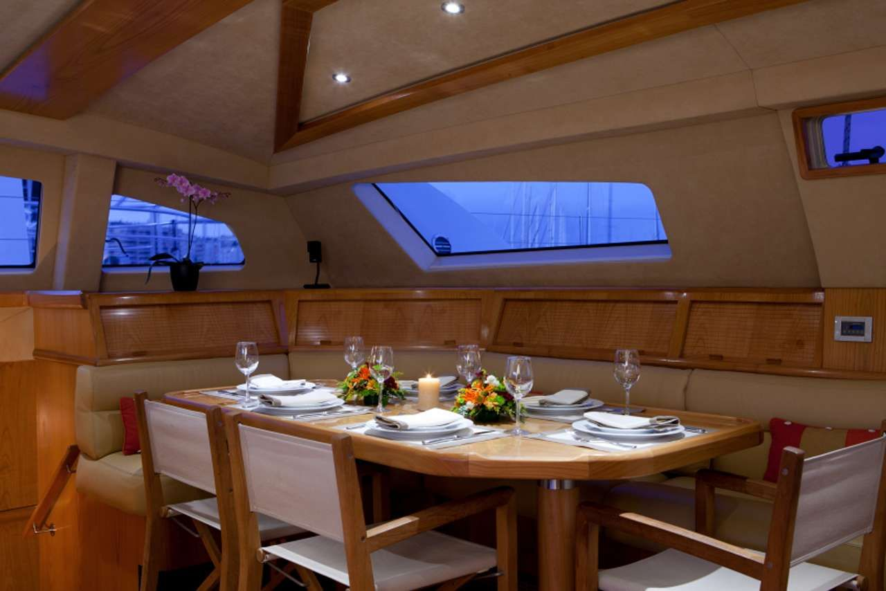 ORION Catana 90 indoor dining