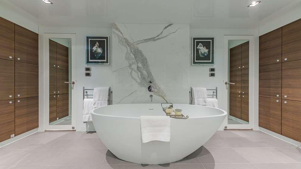 Master Stateroom Head - European Style Bath Tub