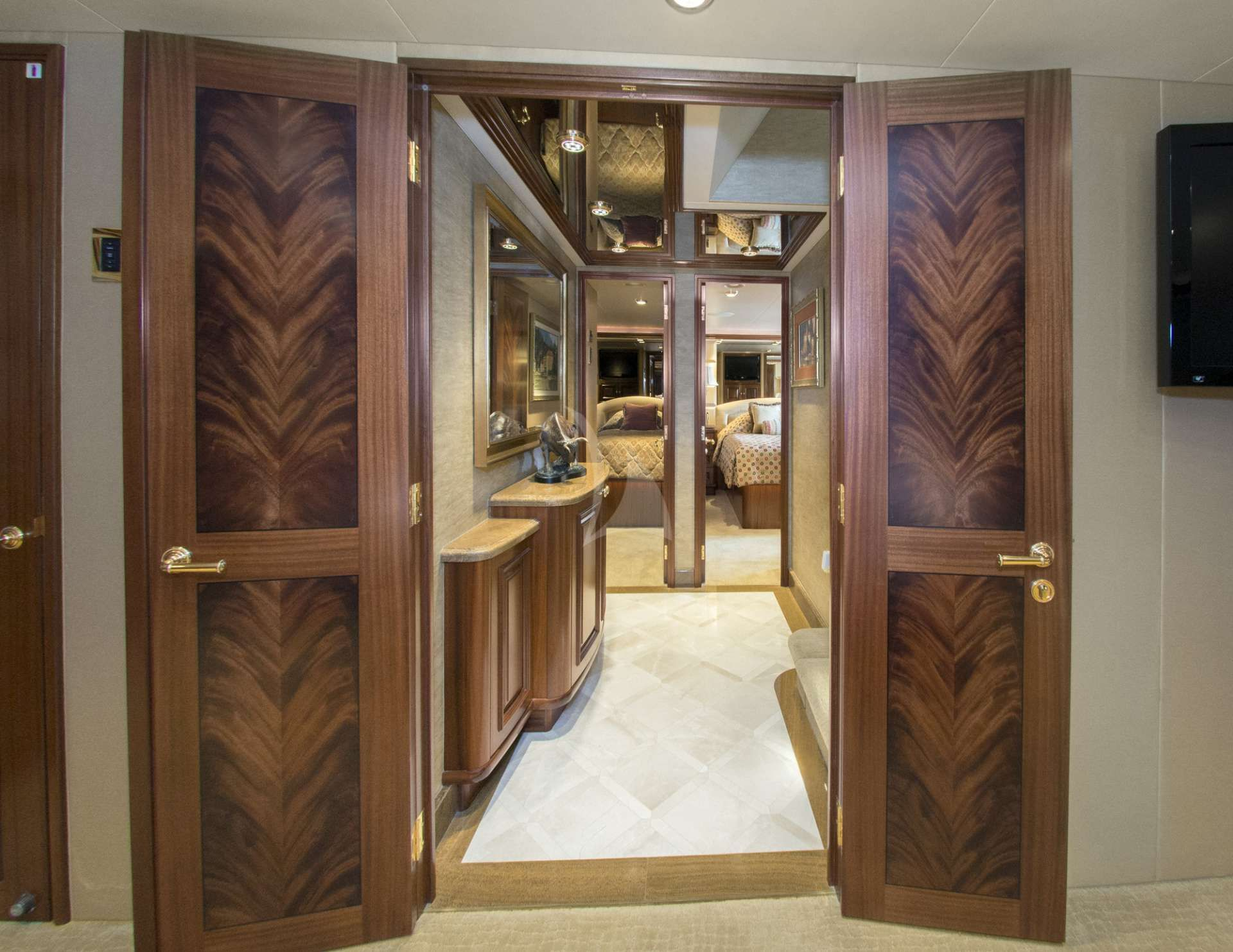Foyer to Staterooms