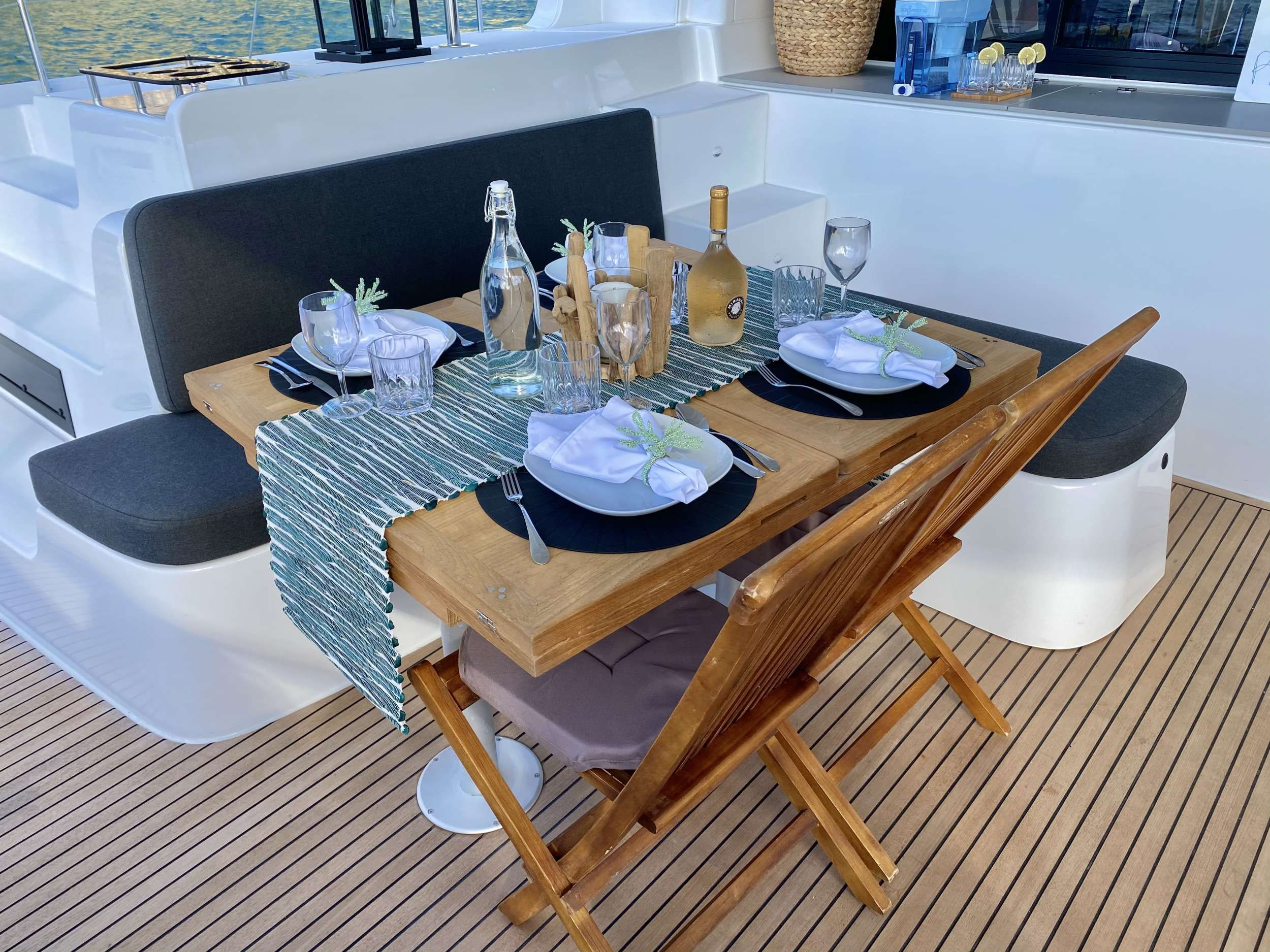 RENDEZ-VOUS Lagoon 46 Alfresco Dining