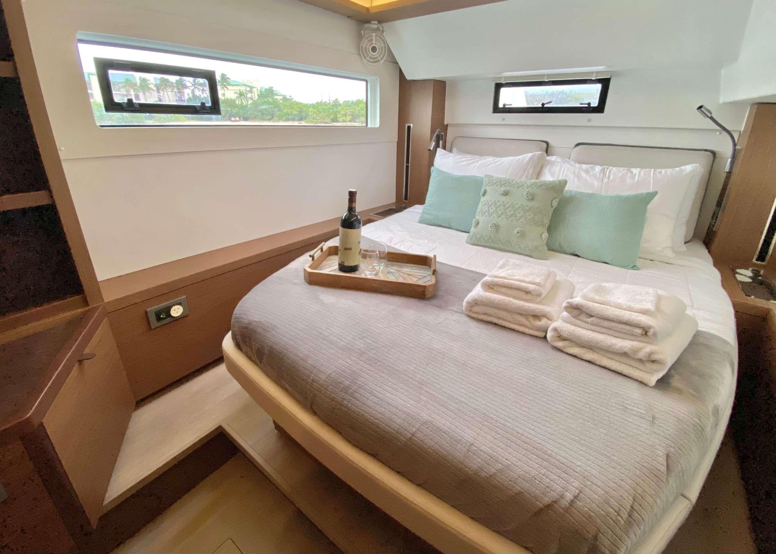 CEST LA VIE Cabin
