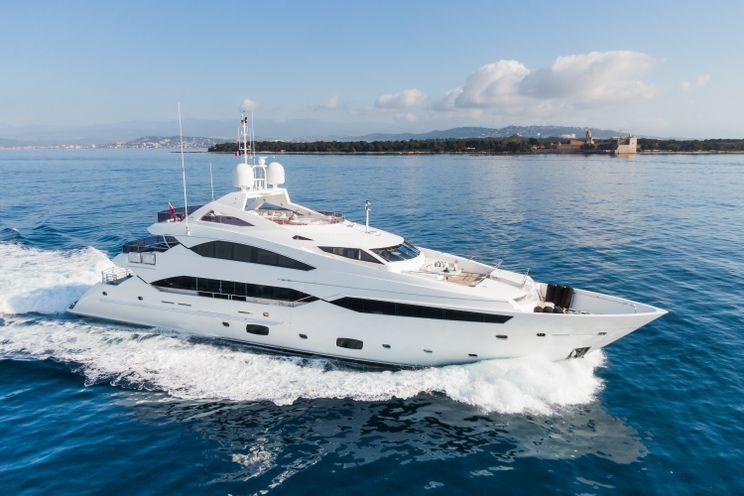 Charter Yacht THUMPER - Sunseeker 40m - 5 Cabins - Cannes - Monaco - Porto Cervo