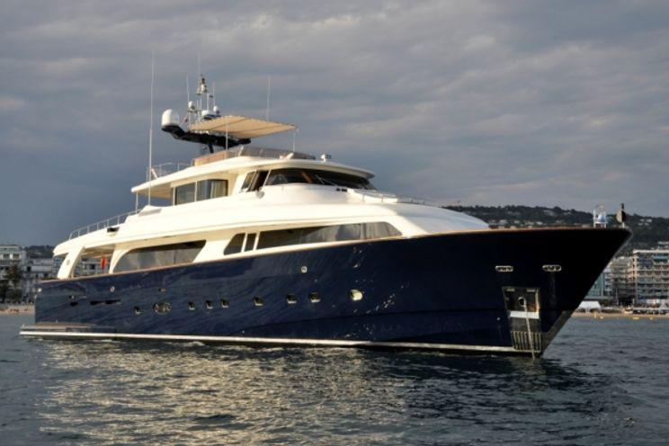 Charter Yacht CONQUISTADOR - Navetta 30m - Cannes - Monaco - St Tropez