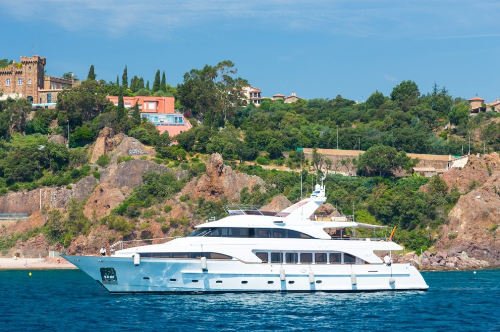 ACCAMA - Benetti 35m - 5 Cabins - Cannes - St Tropez - Monaco - Antibes