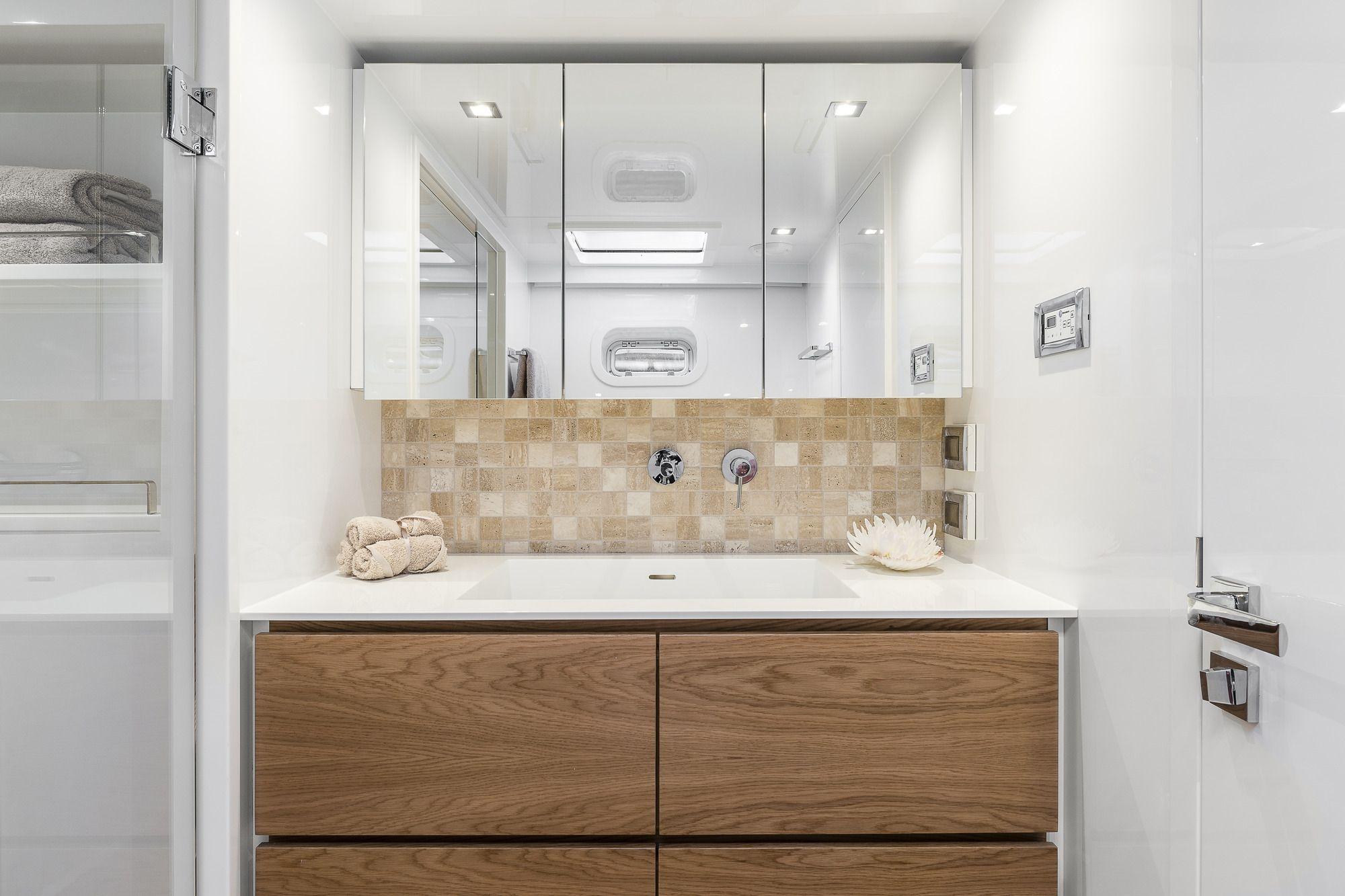 ADEA Sunreef 60 Luxury Catamaran  Contemporary Bathroom