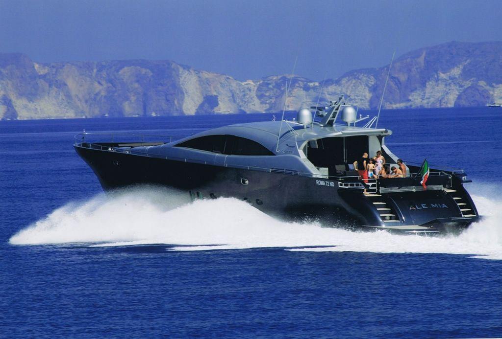 ALEMIA Italcraft 105 Motoryacht Running