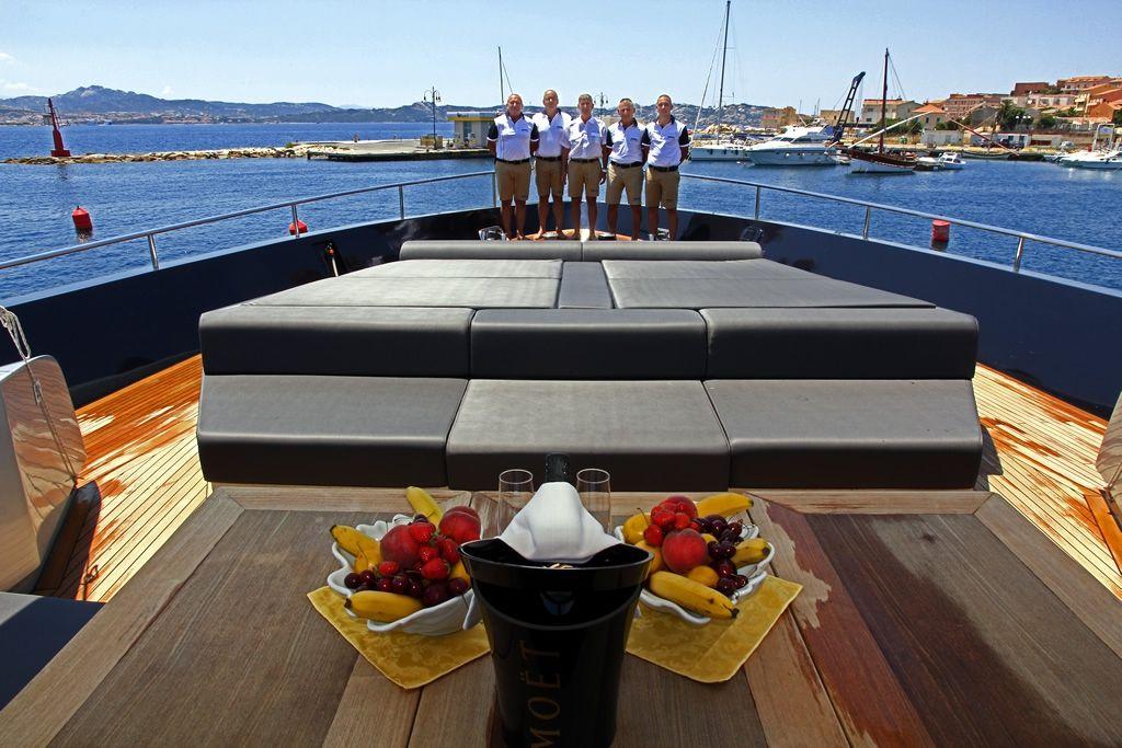 ALEMIA Italcraft 105 Motoryacht Bow Sunbeds
