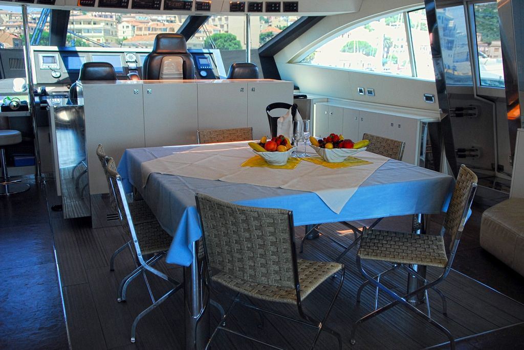 ALEMIA Italcraft 105 Motoryacht Dining Table