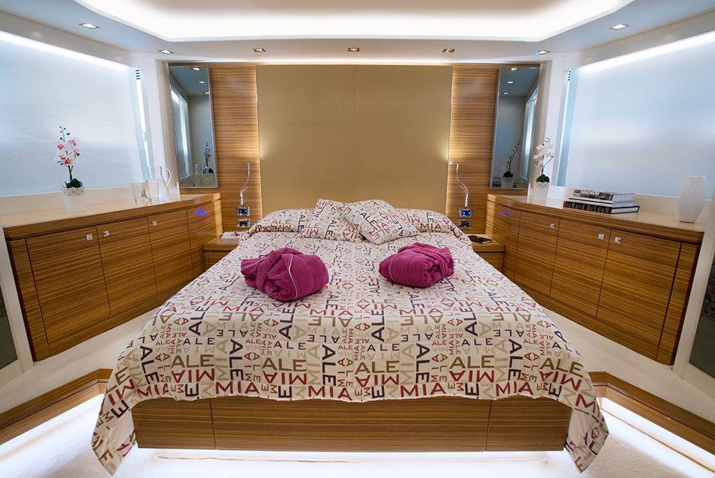 ALEMIA Italcraft 105 Motoryacht VIP Stateroom