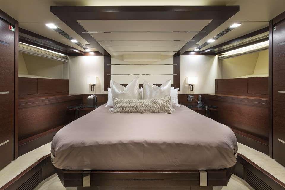 ANDIAMO Azimut 105 VIP Cabin