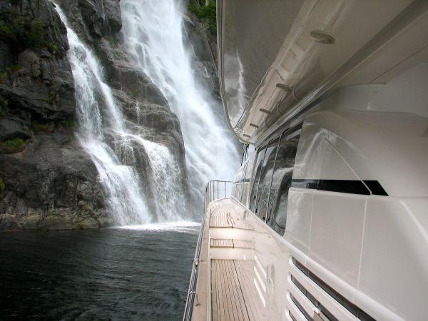ANNE VIKING Princess 84 Luxury Motoryacht Walkway