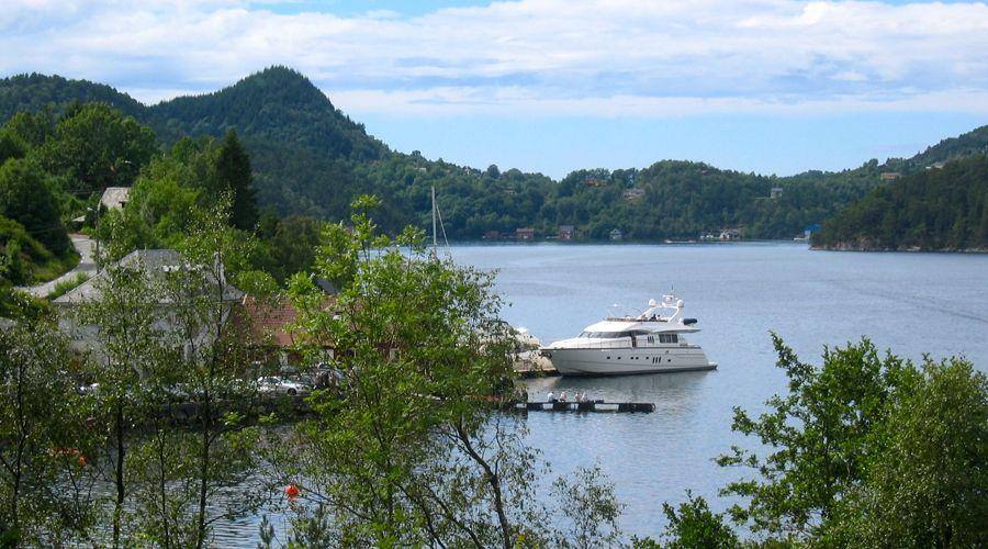 ANNE VIKING Princess 84 Luxury Motoryacht Anchored