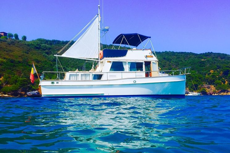 Charter Yacht ARGO - Grand Banks 36 - 2 Cabins - Cannes - Lerins Islands - French Riviera