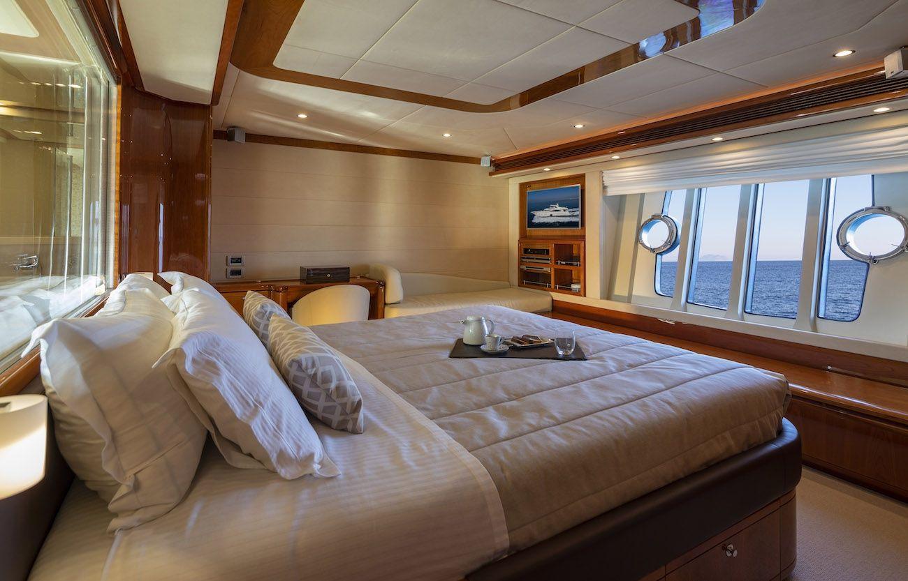 ASTARTE Ferretti Motor Yacht Master Cabin