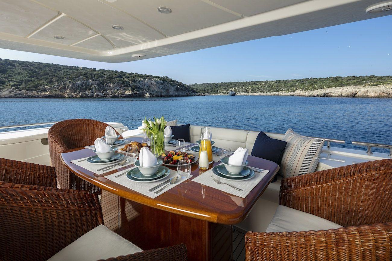 ASTARTE Ferretti Motor Yacht Main Dining