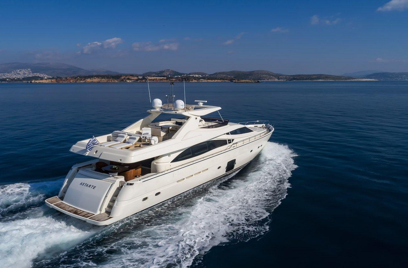 ASTARTE Ferretti Motor Yacht Cruising