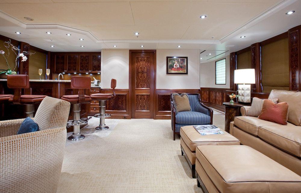 AVALON Luxury Motor Yacht Skylounge