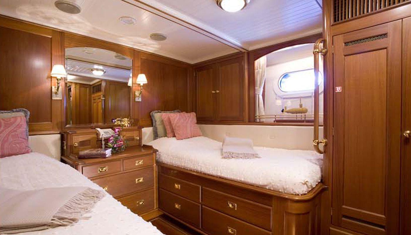 Boatbookings AXIA Sailing Yacht Twin