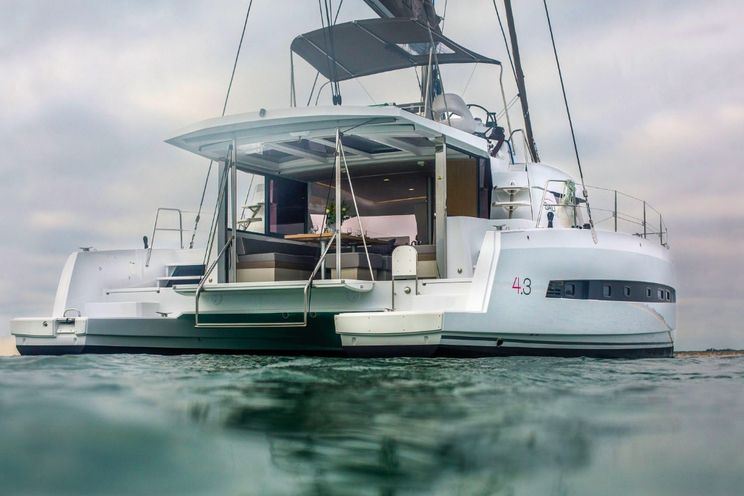 Charter Yacht Bali 4.3 - 4 + 2(4 double 2 single)- 2017 - Airlee Beach