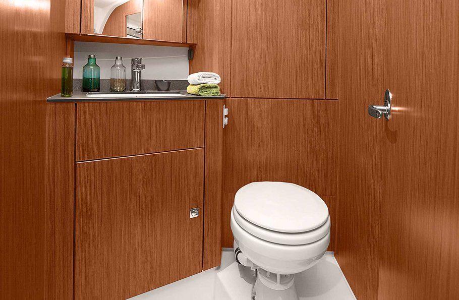 Bavaria 41 Cruiser Bathroom