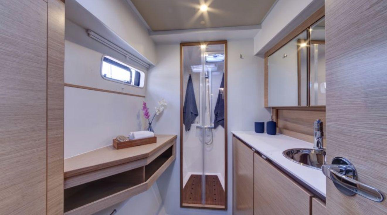 Bavaria Nautitech Open 40 Bathroom