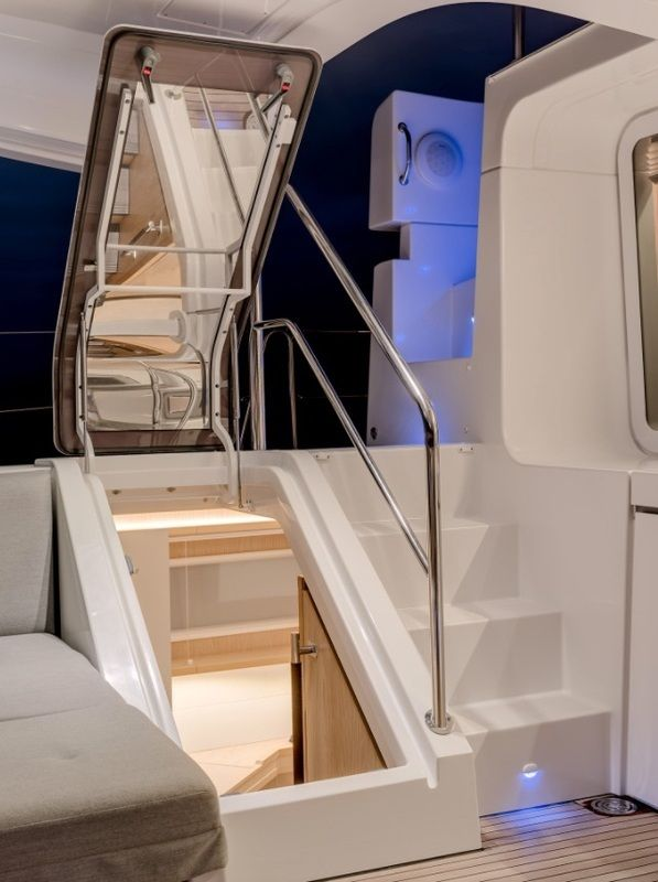 entrance to aft starboard cabin