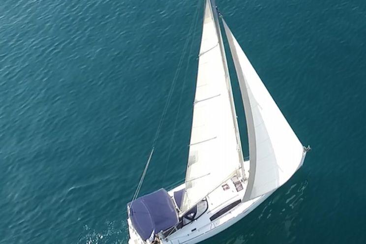 Charter Yacht Beneteau Oceanis 43 - Seven Seas - 4 Cabins - Greece