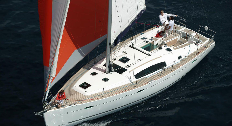 Beneteau Oceanis 43 Sailing