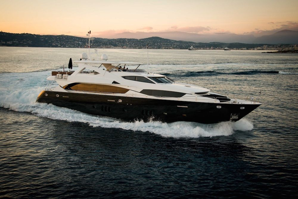 BLACK AND WHITE - Sunseeker 34m - 5 Cabins - Baie des Anges - Cannes - Antibes - Monaco