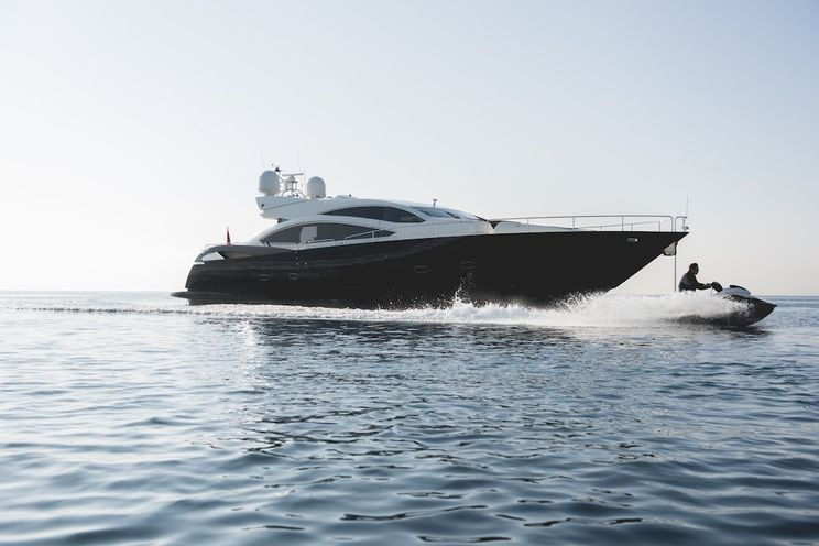 Charter Yacht BLADE 6 - Sunseeker Predator 92 - 4 Cabins - Athens - Zakynthos - Mykonos