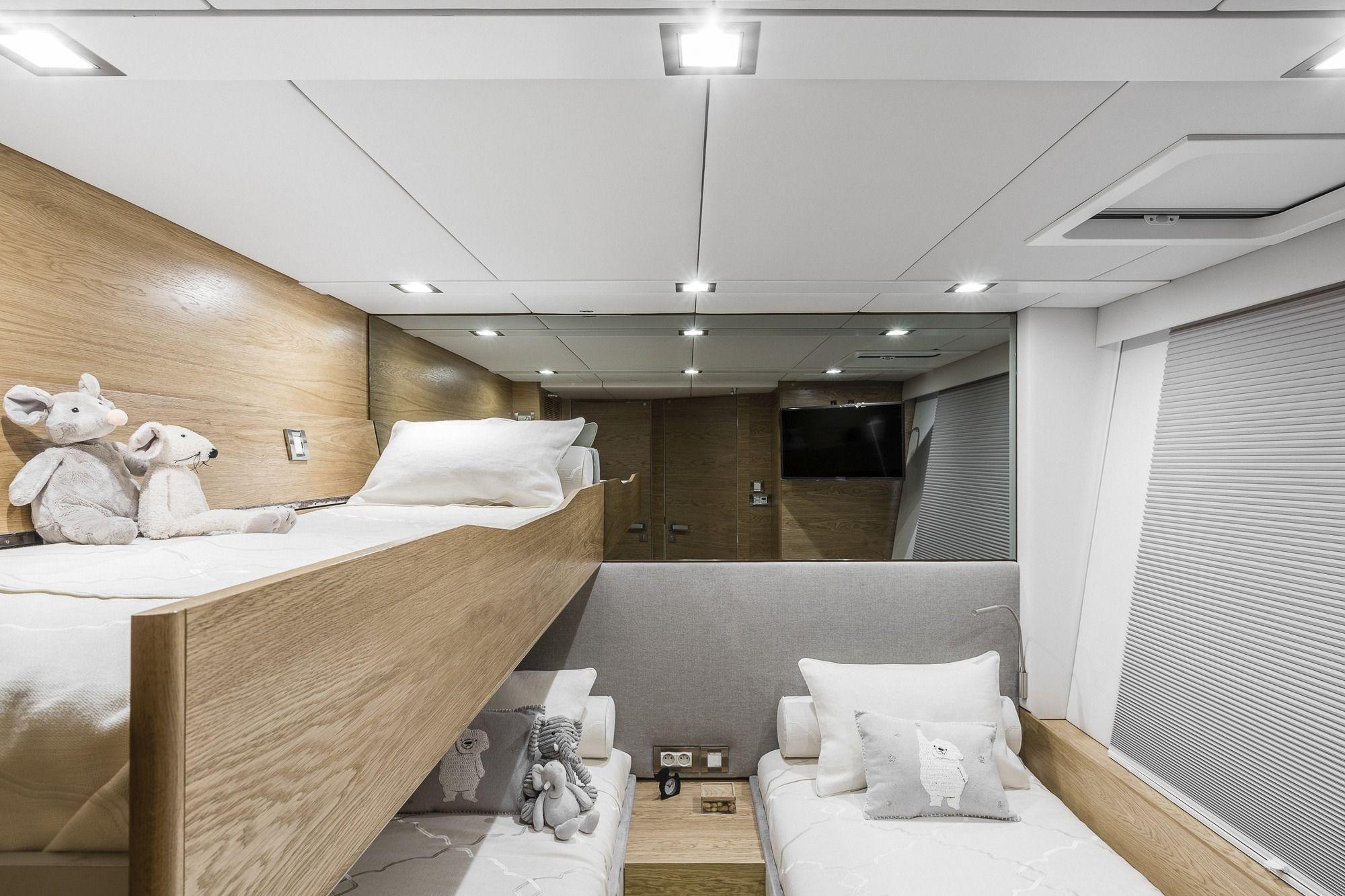 CALMAO Sunreef 74 Luxury Catamaran Twin Cabin with Pullman