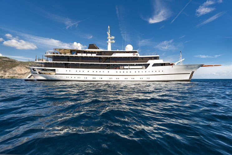 Charter Yacht CHAKRA - Devonport 282 - 21 Cabins - Split - Trogir - Dubrovnik - Biograd - Bahamas - Caribbean Leeward - Windward