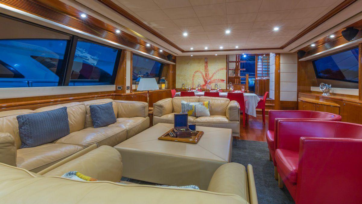Miami Day Charter Yacht CINQUE MARE Ferretti 88 Saloon