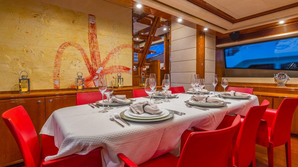 Miami Day Charter Yacht CINQUE MARE Ferretti 88 Dining Table