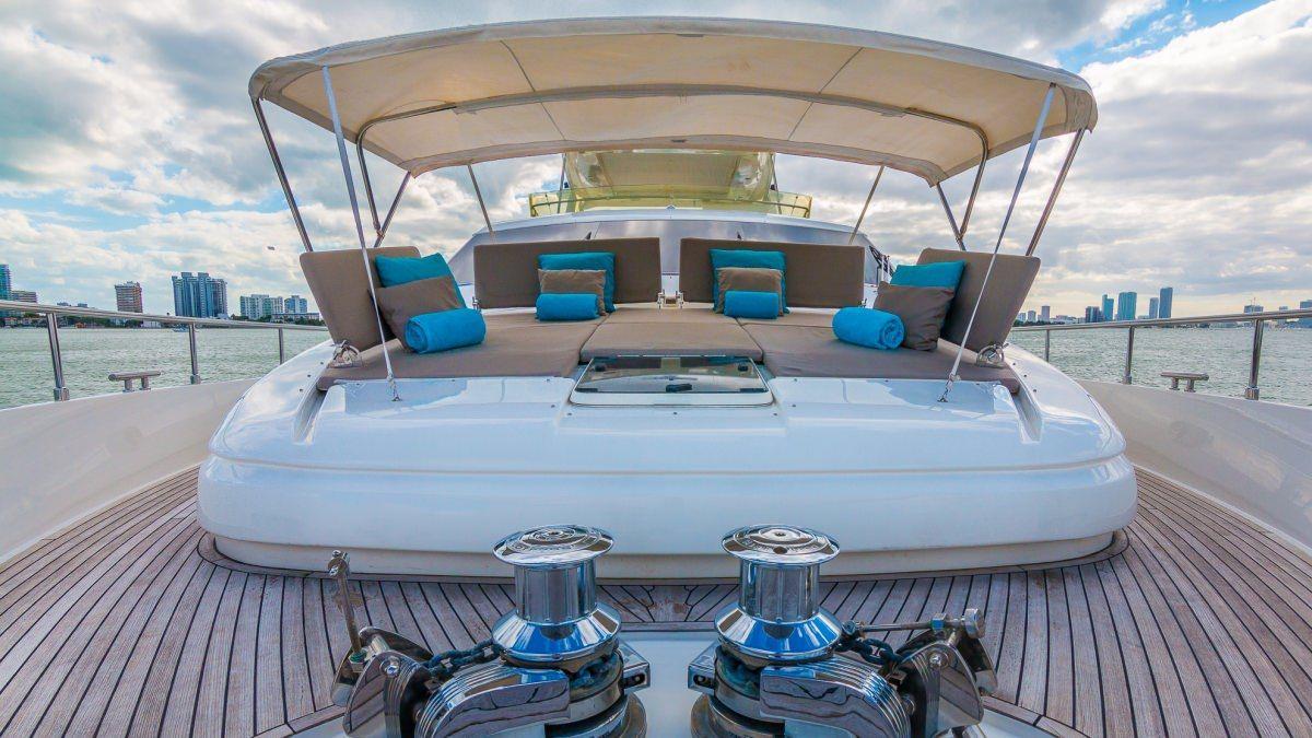 Miami Day Charter Yacht CINQUE MARE Ferretti 88 Bow