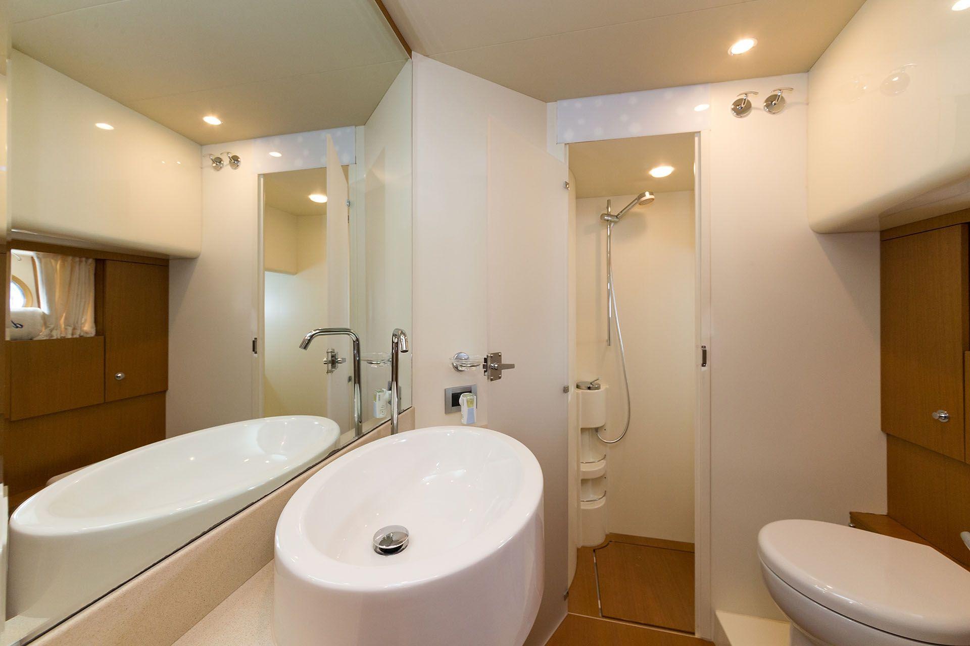 D`ARTAGNAN Ferretti 630 Luxury Motoryacht Bathroom