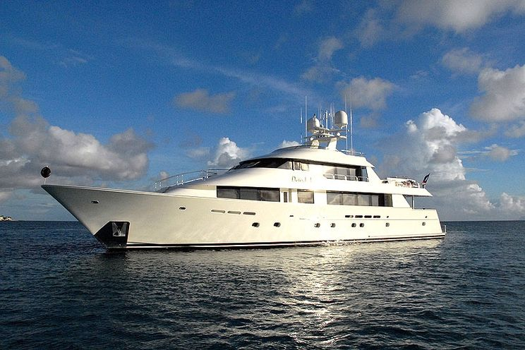 Charter Yacht DONA LOLA - Westport 130 - 5 Cabins - St Martin - St Barths - Anguilla