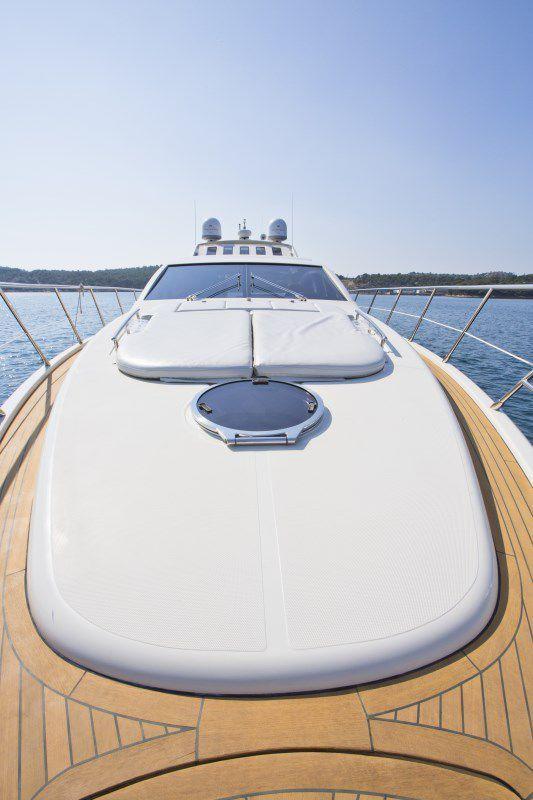 DONNA LOKA - Crewed motor yacht - Bow Sunpads