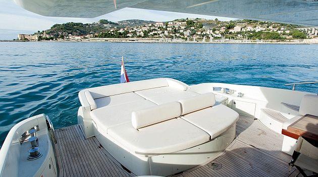 DONNA LOKA - Crewed motor yacht - Aft Sunpads