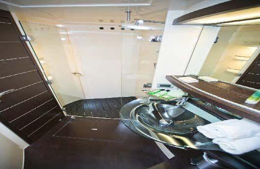 DONNA LOKA - crewed motor yacht - Ensuite