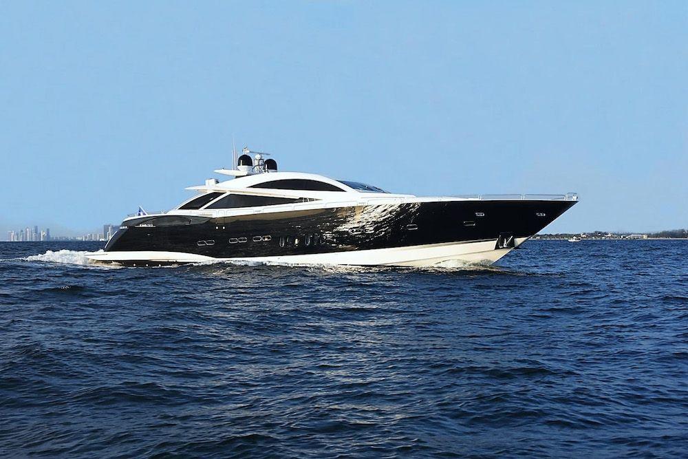DOUBLE D - Sunseeker Predator 108 - 4 Cabins - Miami - Nassau - Exumas